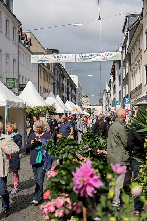 hohe stra e fest in 40213 d sseldorf stadtbezirke 01 am 17 sep marktcom flohmarkt und. Black Bedroom Furniture Sets. Home Design Ideas