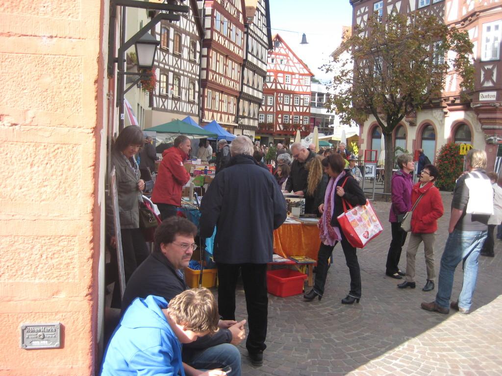 mosbach b cherflohmarkt zum buchmachermarkt innenstadt in 74821 mosbach zentrum am 7 okt. Black Bedroom Furniture Sets. Home Design Ideas